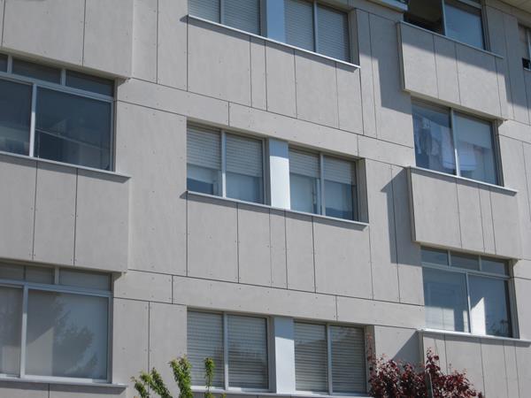 Detalle de la fachada de fibrocemento en Cerqueiro 5, Vigo